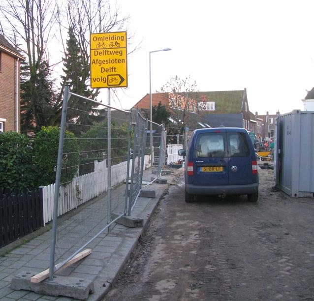Fietsers richting Delft naar rechts